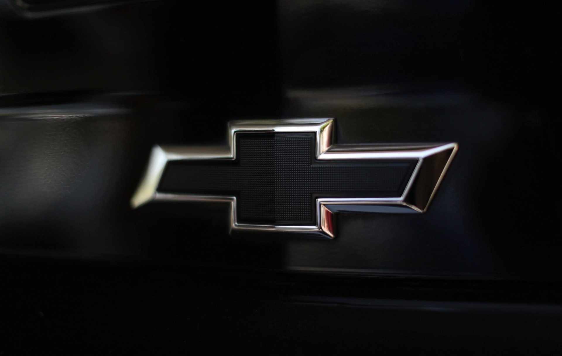 Chevrolet Blazer for 2022 Drops Base Engine, Gains Style